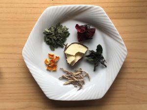 茜色のとても美しいお茶
